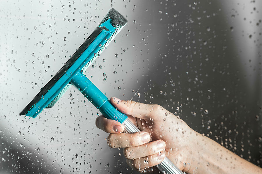 How to Keep Shower Doors and Mirrors Sparkling Clean